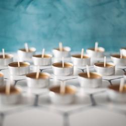Zauważyliście, że w naszym sklepie pojawiła się zupełna nowość❓ Są to podgrzewacze z 100% wosku pszczelego🐝 W czasie palenia nie wydobywa się dym, a po mieszkaniu roznosi się tylko piękny, naturalny, bardzo przyjemny zapach☺️  Używacie świec z wosku pszczelego❓ Chcemy dodać do oferty także świece w słoikach, co o tym myślicie❓  https://sklep.pasiekazpasja.pl/akcesoria/263-663-swieca-.html#/56-gramatura-12g  #tealight #świeczkizwoskupszczelego #woskpszczeli #naturalnyzapach #naturalnaświeca #hawran #pasiekazpasją #zapachula #podgrzewacz
