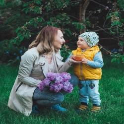 Już niedługo Dzień Mamy❗️❤ Z tej okazji polecamy podarować kwiaty oraz pyszny słodki upominek w formie miodu nierozgrzewanego🍯, dzięki temu nie tylko osłodzimy naszym Mamom życie, ale także zadbamy o Ich zdrowie ❤  www.sklep.pasiekazpasja.pl   #dzieńmamy #pasieka #rodzina #pszczelarodzina #pszcezlarstwo #słodkiprezent #pszczelarze #motherday #apiary #miód #słodkimiód