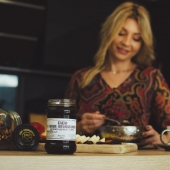 Kakao w miodzie wielokwiatowym poleca się do słodkiego śniadania 🥐🍯 - - - - - #honey #miod #miodzkakao #kakao #cocoa #naturalhoney #honig #pysznie #breakfast #słodkieśniadanie